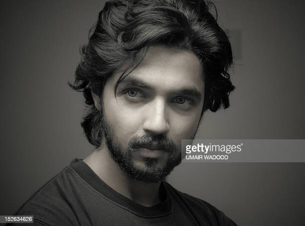 young man, looking away - handsome pakistani men fotografías e imágenes de stock