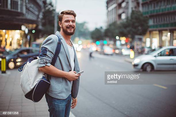 young man on the streets of big city. - goed gekleed stockfoto's en -beelden