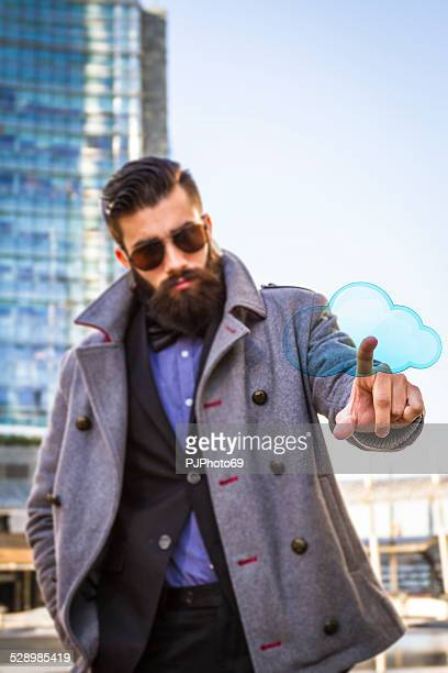 junger mann (hipster-stil) zeigt finger auf wolke - pjphoto69 stock-fotos und bilder
