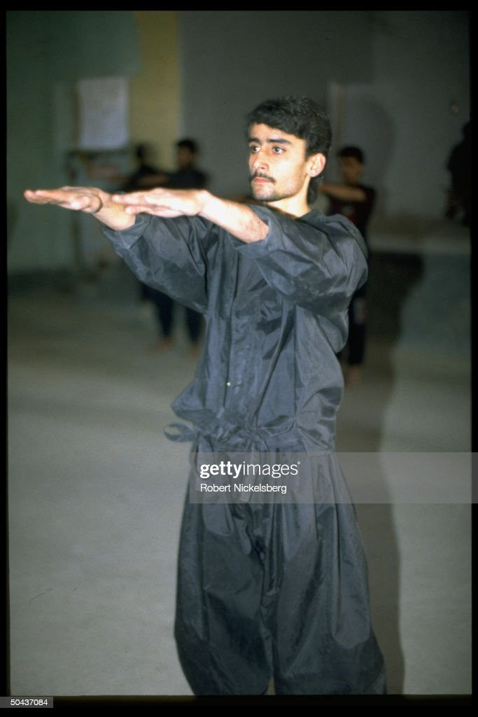 Young man poised in Tae Kwan Do movement : News Photo