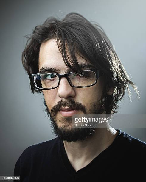 retrato de hombre joven - cabello largo fotografías e imágenes de stock