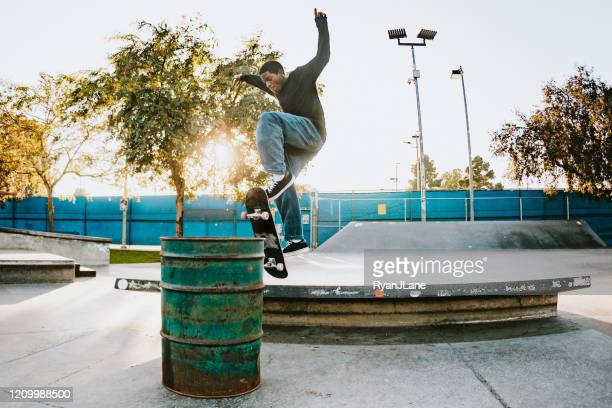young man skateboarding in los angeles - city of los angeles stock pictures, royalty-free photos & images