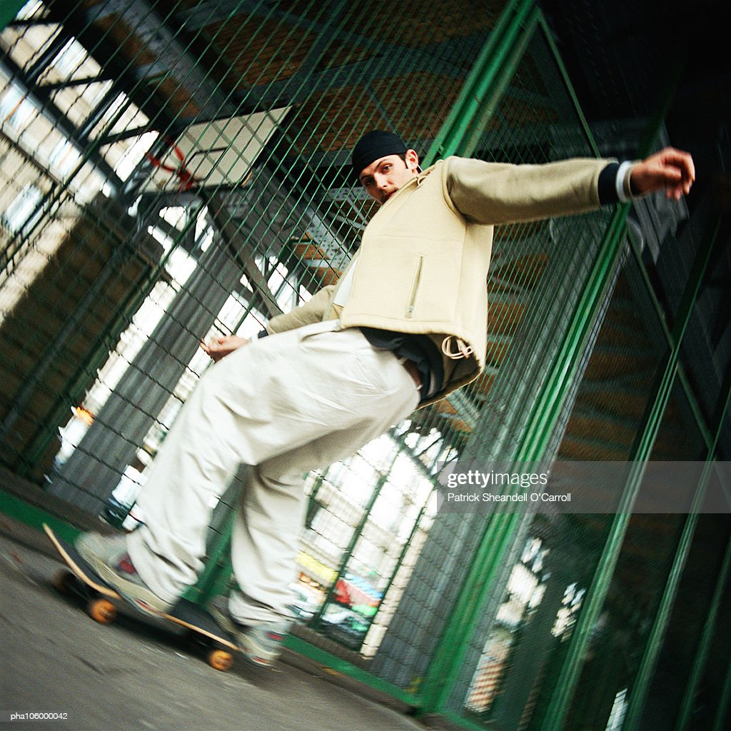 Young man skateboarding, low angle view : Stockfoto