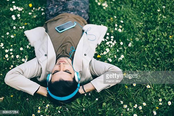 若い男性の寝室に公園