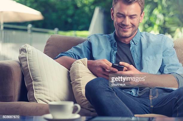 若い男性メール、携帯電話ください。
