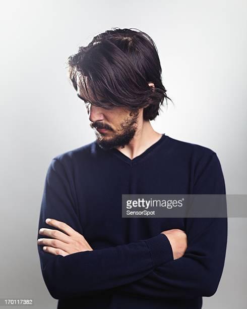 Jeune homme pensant