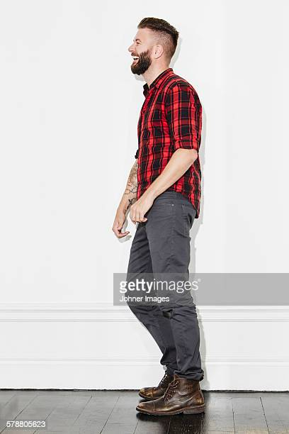 young man wearing checked shirt, studio shot - seitenansicht stock-fotos und bilder