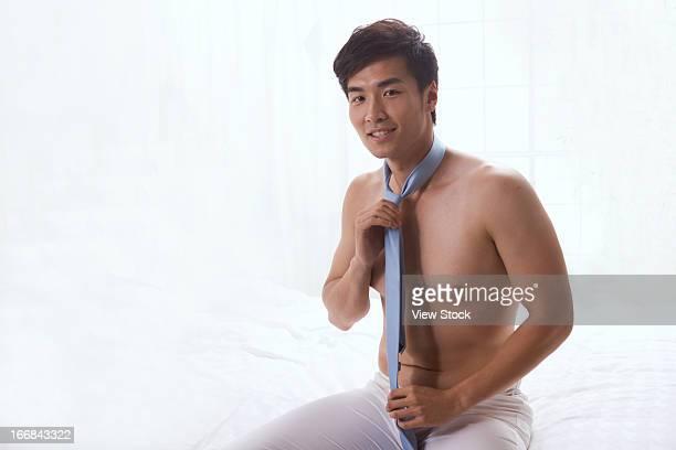 young man wearing tie - ragazzi fighi nudi foto e immagini stock