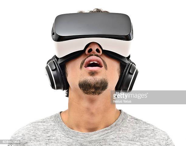 young man wearing vr headset - simulatore di realtà virtuale foto e immagini stock