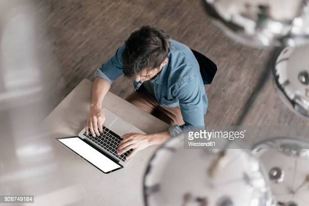 young man working on laptop, top view - hommes nus photos et images de collection
