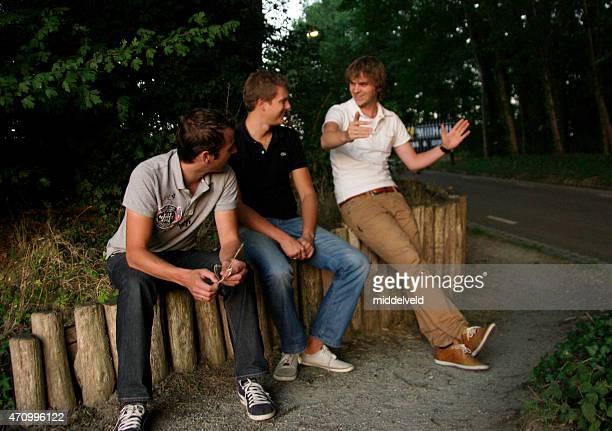 young men in dicussion - only men stockfoto's en -beelden