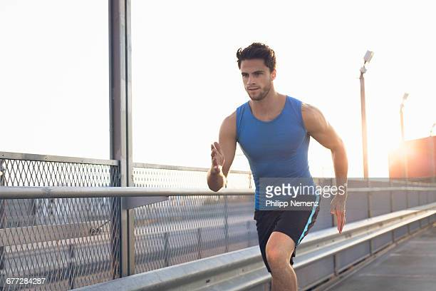 young men running - ランニングショートパンツ ストックフォトと画像