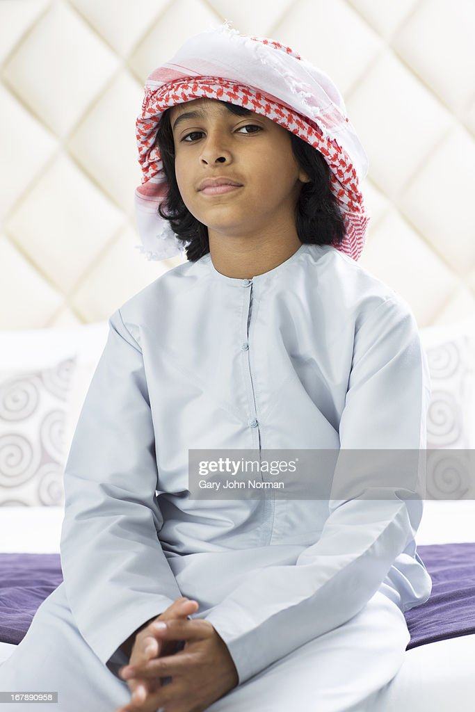 young Middle Eastern boy in traditional dress : Stockfoto