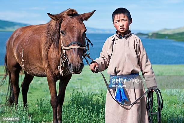 若いモンゴル乗馬ライダー - モンゴル ストックフォトと画像