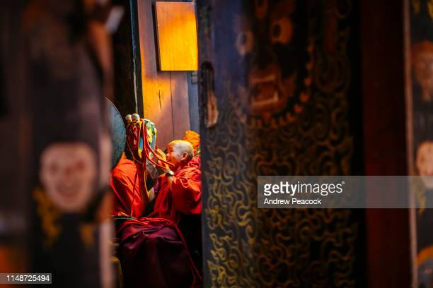young monk with mask at nirzaegang (neyzergang) goempa tshechu - bhutan stock pictures, royalty-free photos & images