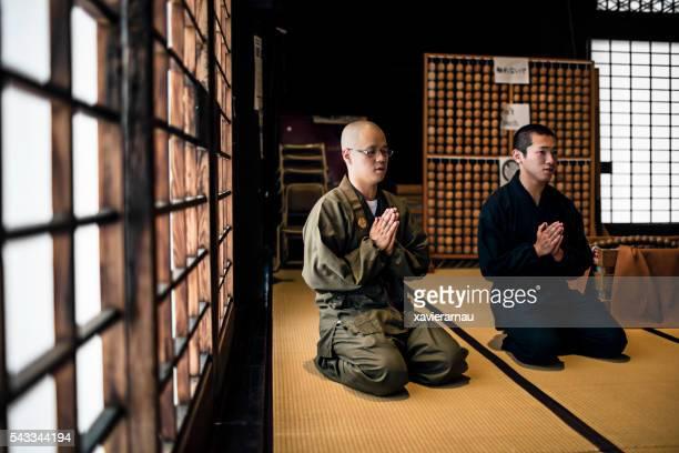 若い僧侶を誇る仏教寺院