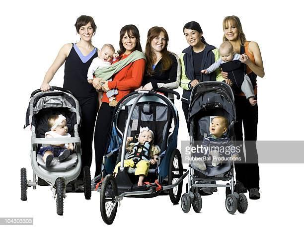 若い女性、赤ちゃんの保持
