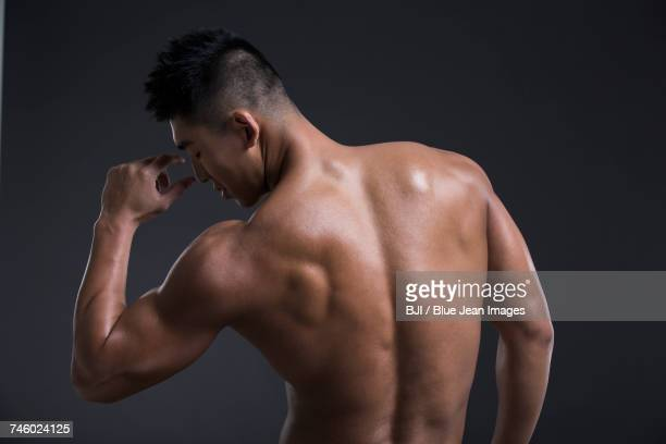young muscular man - ragazzi fighi nudi foto e immagini stock