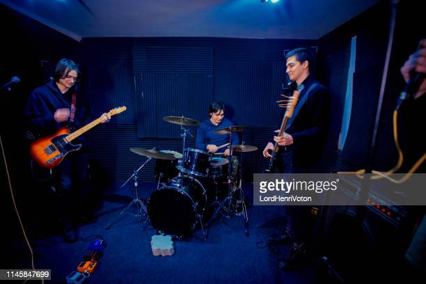 ヤング・ミュージック・バンド - パンクロック ストックフォトと画像
