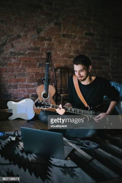 Jonge muzikant gitaarspelen kijken Notebook