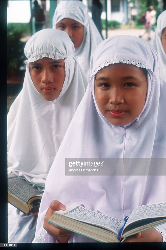Young Muslim Girls Take Quran Lessons At Al Azhar Islamic School News Photo Getty Images