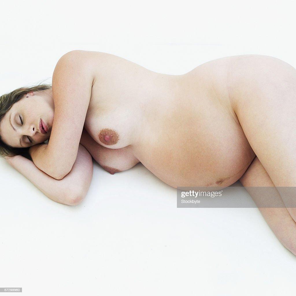 pregnancy and nude sleep