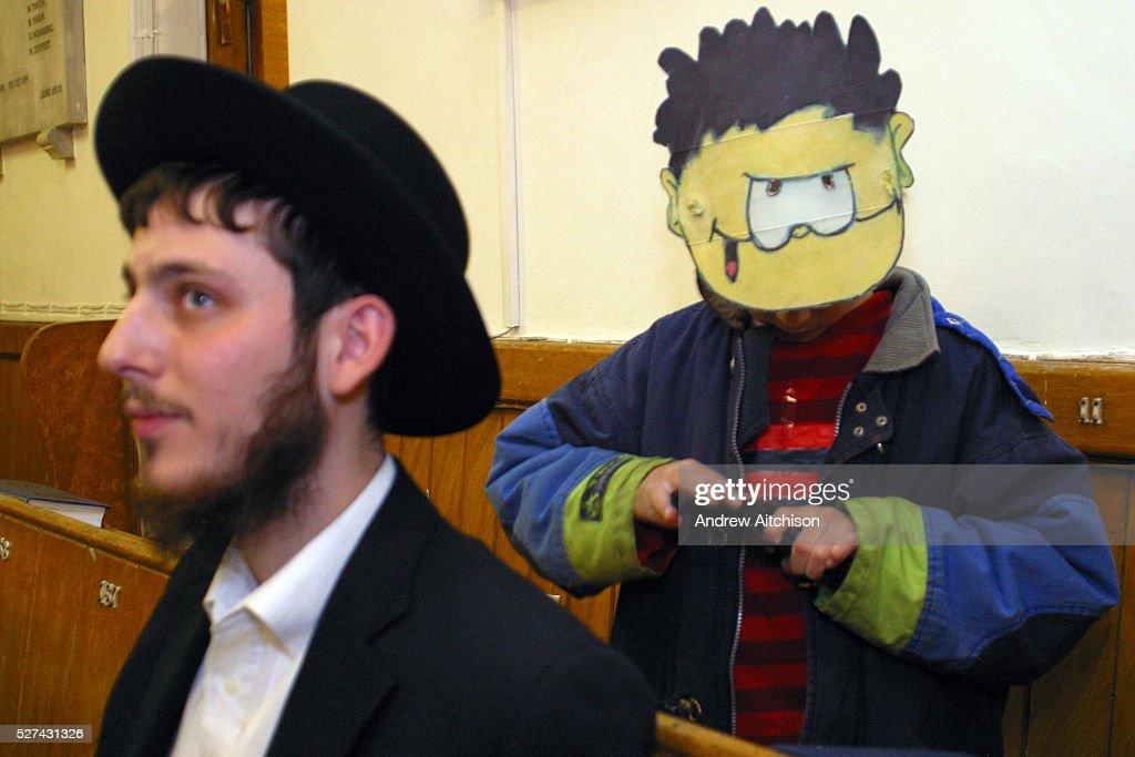 UK - London - Stamford Hill Orthodox Jewish Community - Purim Festival : News Photo