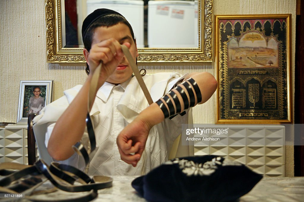UK - London - Stamford Hill Orthodox Jewish Community - Prayer : News Photo
