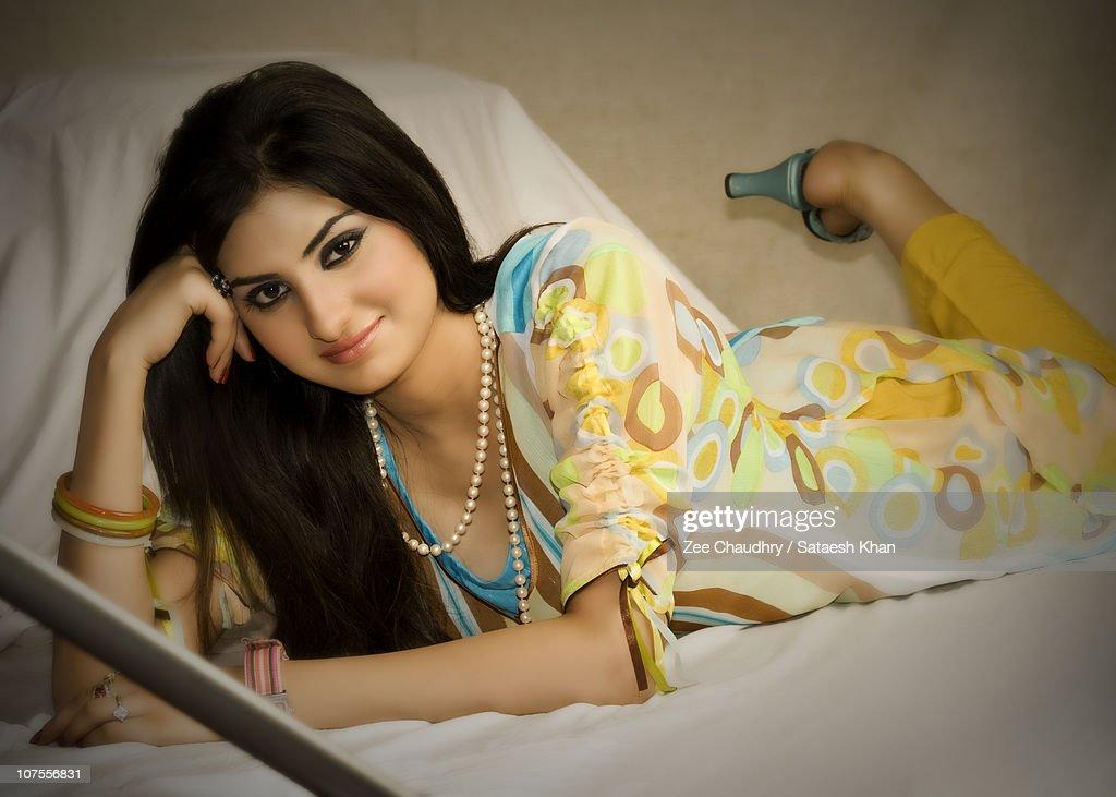 Pakistani looking 😍 girls good Beautiful Pakistani