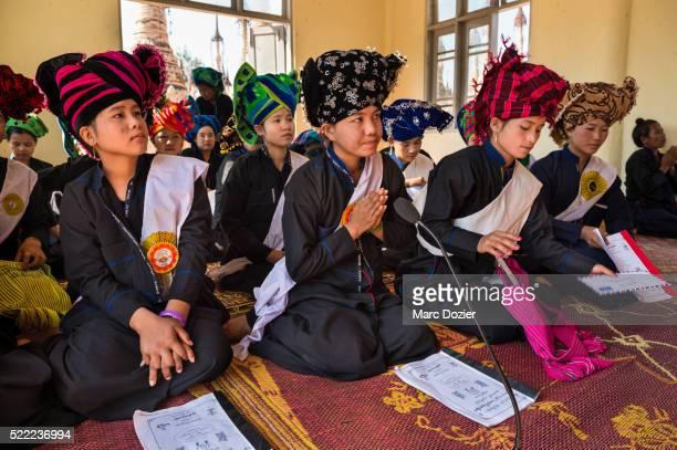 Young Pao girls praying during Kakku's pagoda festival