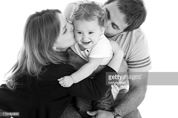 Los padres jóvenes con niña bebé