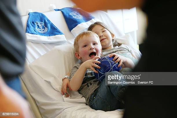 Young patients look excited as Everton's club captain Phil Jagielka Enner Valencia Aaron Lennon Maarten Stekelenburg Mason Holgate Mateusz Hewelt...