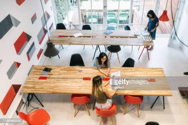 les jeunes au bureau