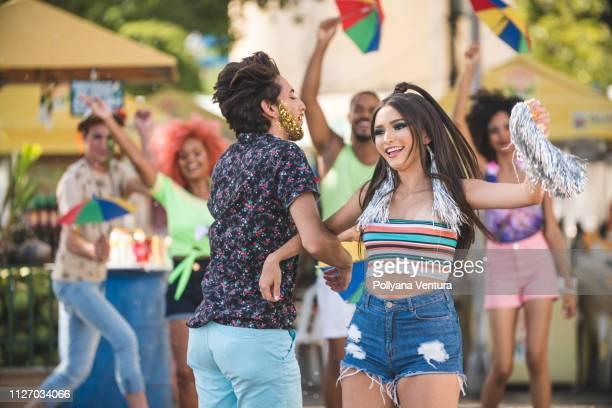 young people dancing at street carnival - frevo imagens e fotografias de stock