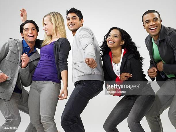 jeunes danser - seulement des adultes photos et images de collection