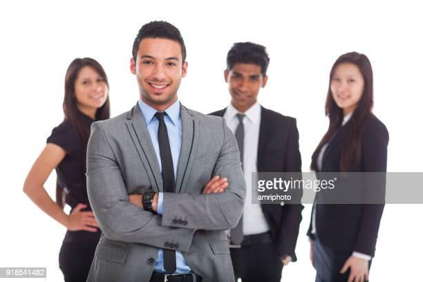 estudiantes de economía de los jóvenes en traje de negocios en blanco
