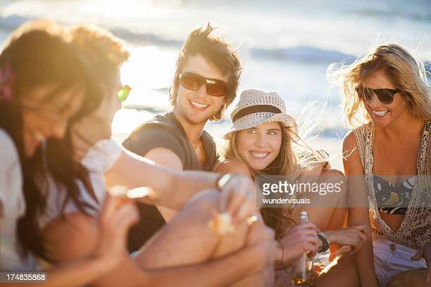 若い人々のビーチパーティ