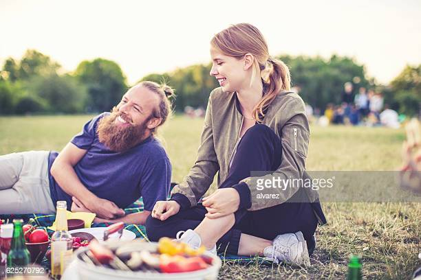 young people enjoying picnic in park - park stock-fotos und bilder