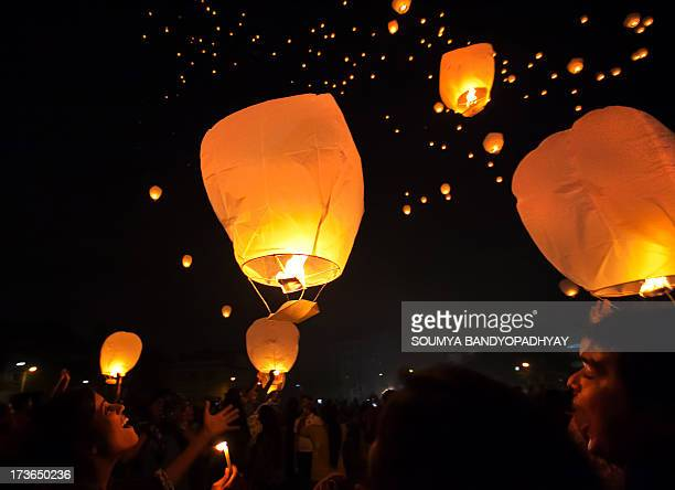CONTENT] young people fly sky lanterns on the eve of diwali in kolkata young people of kolkata flying sky lanterns on the eve of diwali when a winter...