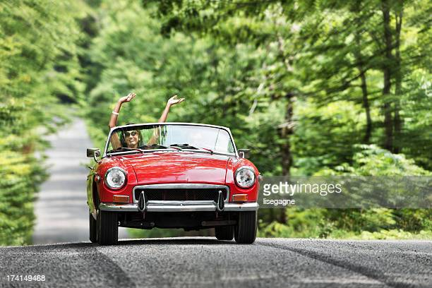 Junge Menschen in ein cabriolet