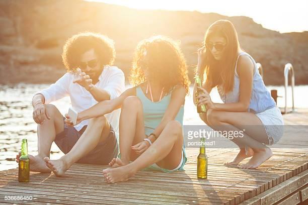 Junge Leute, selfie auf einem pier