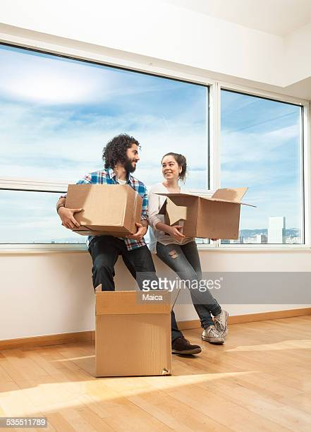 Young people moving to a new appartment