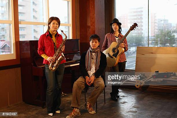 young people playing instruments - only japanese stock pictures, royalty-free photos & images