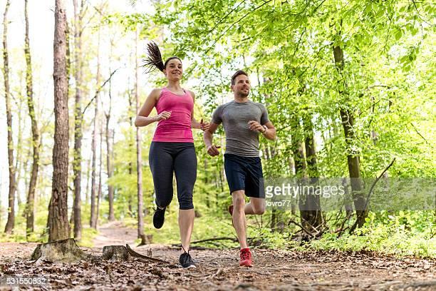 Junge Menschen Laufen in der Natur
