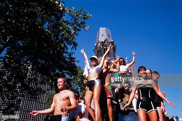 young people standing and dancing on a truck before the kaiser wilhelm memorial church - love parade foto e immagini stock