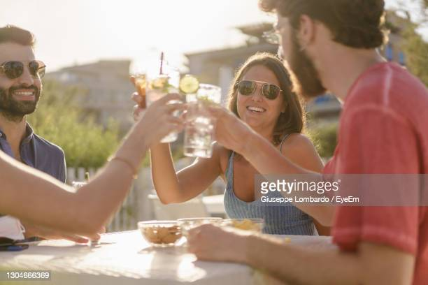 young people toasting with mojitos cocktails on happy hour after coronavirus lockdown - 消毒用アルコール ストックフォトと画像