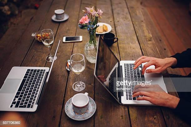 Junge Leute in der Paris im Freien co-Arbeitsbereich