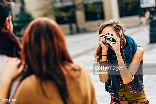 junge fotografen - fotosession stock-fotos und bilder