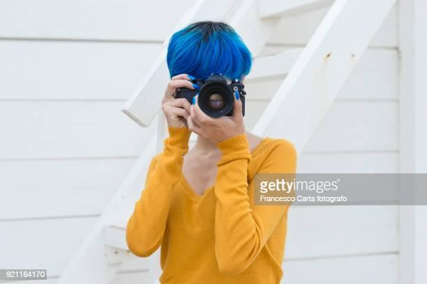 young photographer - mezzo busto foto e immagini stock