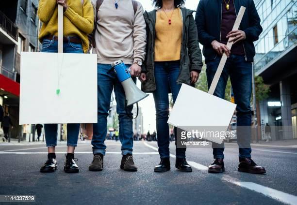 young protesters - attivista foto e immagini stock